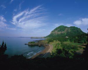 جیجو یکی از شناخته شده ترین سواحل سیاه رنگ دنیا