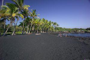 ساحل شنی سیاه سانتورینی در سواحل سیاه رنگ