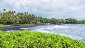 زیبایی ساحل پولانو هاوایی در سواحل سیاه رنگ