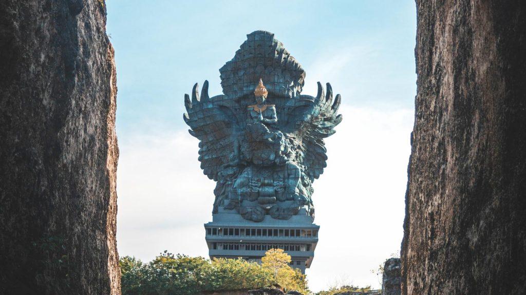 خدایگان ویشنو در جاذبه های اولوواتو بالی