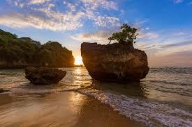 ساحل پادانگ پادانگ یکی از جاذبه های اولوواتو بالی