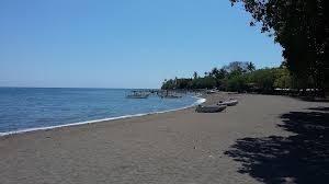 ساحل لوینا از سواحل سیاه رنگ دنیا