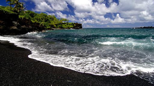 سواحل سیاه رنگ